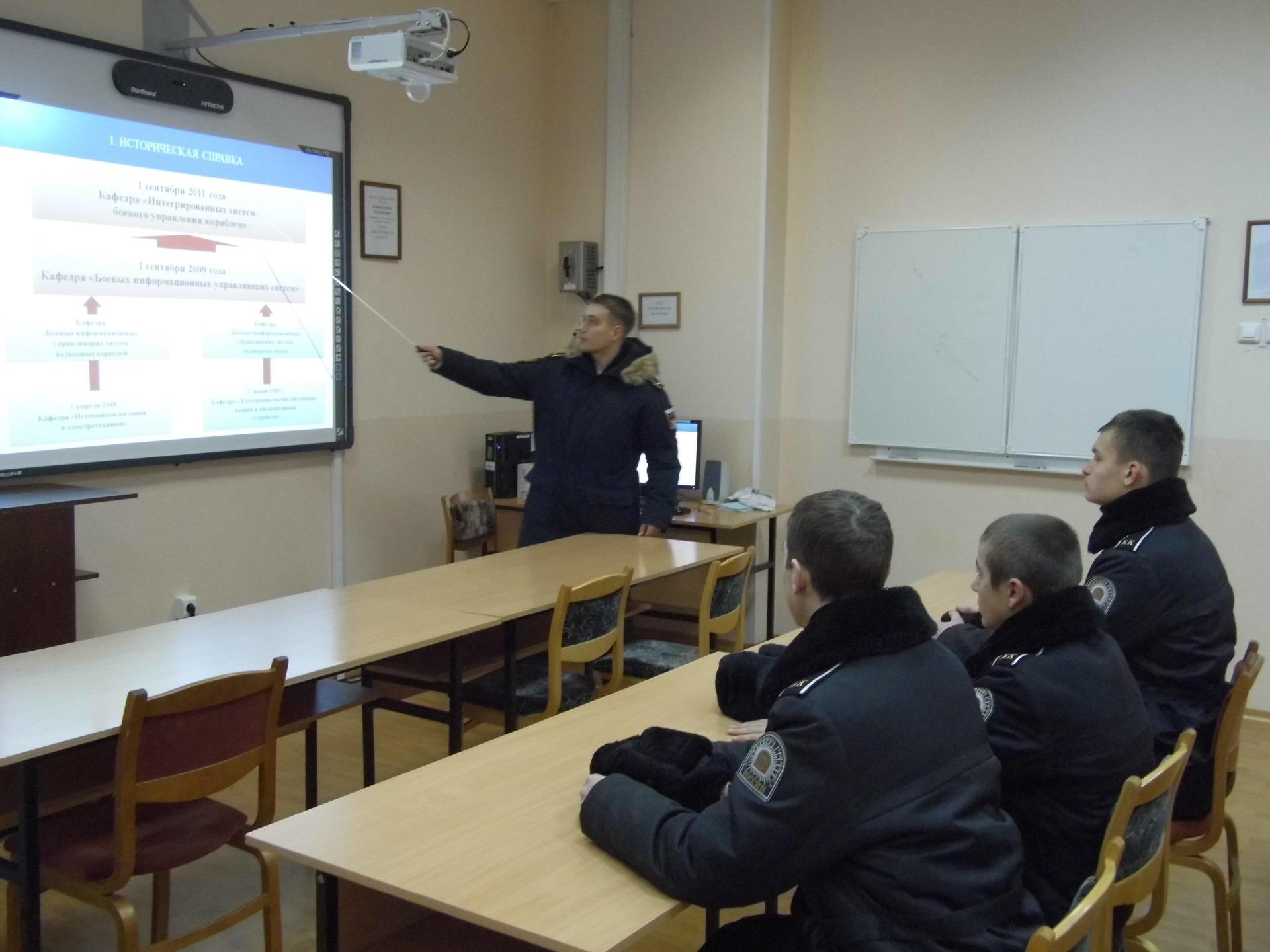 занятие на кафедре ИСБУК прпроводит выпускник ТКК Буров С.А.